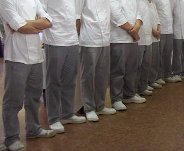 Una foto rappresentativa degli allievi cuochi che cucineranno durante il Maisazi Five.