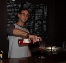 Francesco, uno dei barman del Wine Enoteca di Lonigo. Avremo modo di conoscerlo la sera del 18 febbraio.